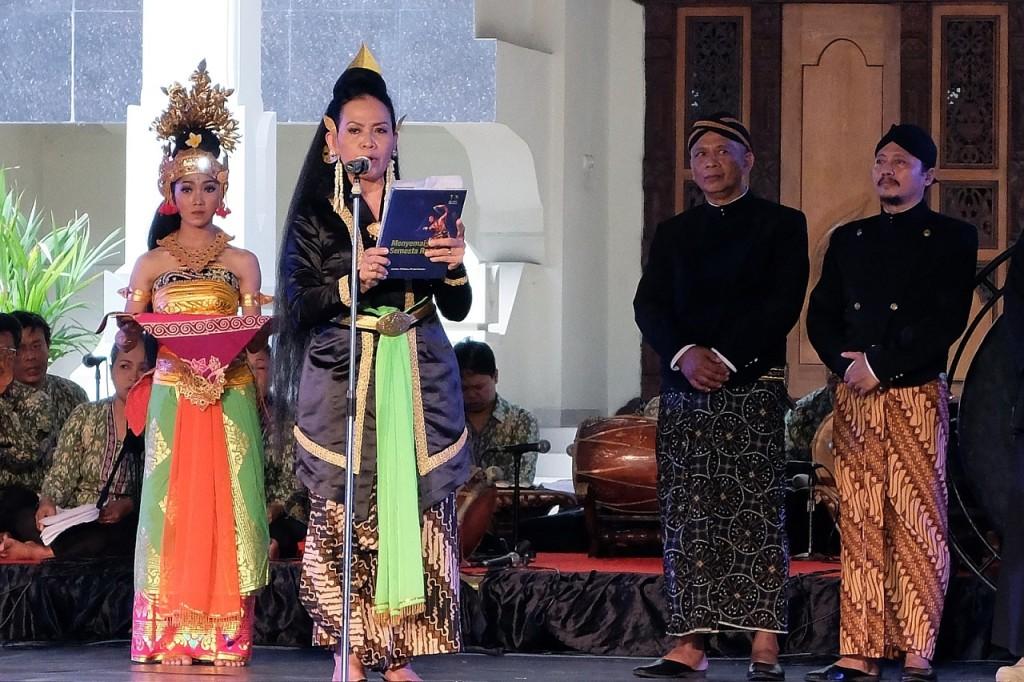 Pembukaan oleh Rektor ISI Surakarta.